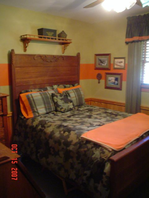 Need to add orange to the big boy 39 s room camo room for - Hunting room decorating ideas ...