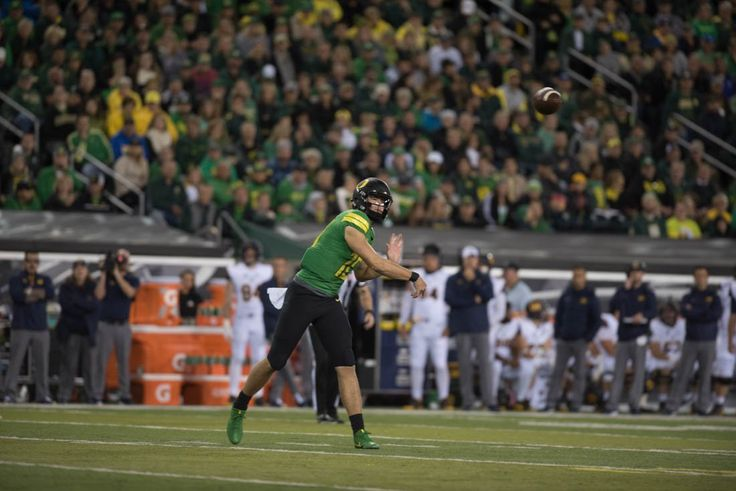 Photos: The Oregon Ducks lead the California Golden Bears 17-7 at the half - Emerald Media