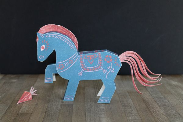 Year of the Horse Papertoy Freebie by faltmanufaktur