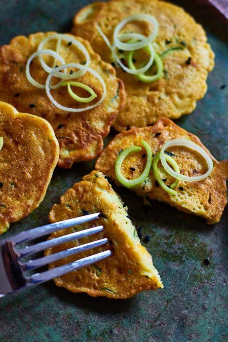 Tortitas de Calabacin y maiz:  (con harina de garbanzos se pueden sustituir los huevos en casi todas las recetas.)