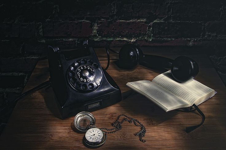 Обои на рабочий стол Стиль:Карманные, Стол, Телефон, Стена, Записная книжка, Часы - скачать бесплатно. | Обои-на-стол.com