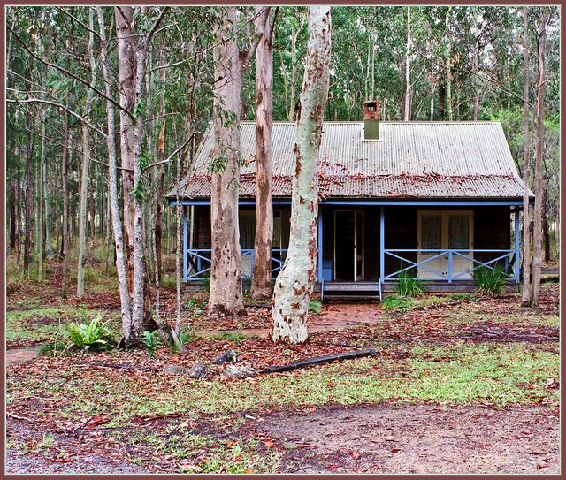 Australian cottage -- reminds me of low country houses in South Carolina