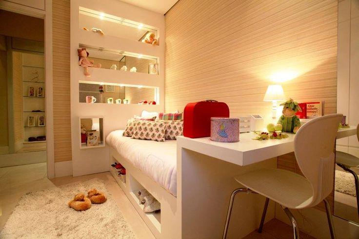 quarto de menina, branco, madeira, tapete, papel de parede, neutro