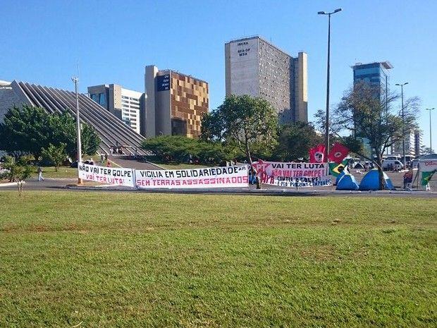 Blog do PC: Grupos a favor e contra impeachment acampam perto da Esplanada