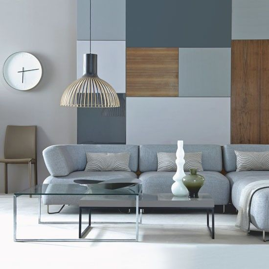 Modern living room on different shades of blue and grey. The wooden panels on the wall add warmth to the scheme / Salón moderno en distintas gamas de azul y gris. Los detalles murales en madera añaden calidez.