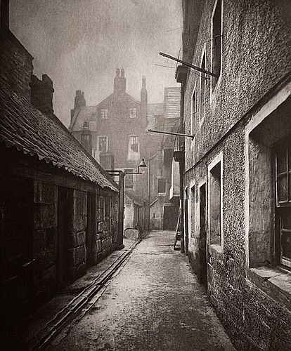 7 Close no. 115 High Street — Thomas Annan, 1868 [The Old Closes & Streets of Glasgow (1900 edition)]