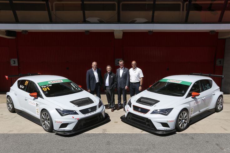 From left to right: Jürgen Stackmann, President of SEAT, Jacky Ickx, former F1 driver, Dr. Matthias Rabe, SEAT's Vice-President for Research and Development and Jaime Puig, Head of SEAT Sport and responsible for the brand's motorsport activities, next to the SEAT Leon Cup Racer