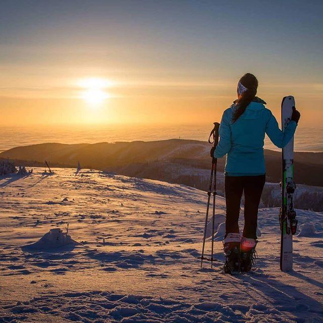 A pri lyžiach nesmie chýbať ani takáto atmosféra  #praveslovenske od  @sonulik