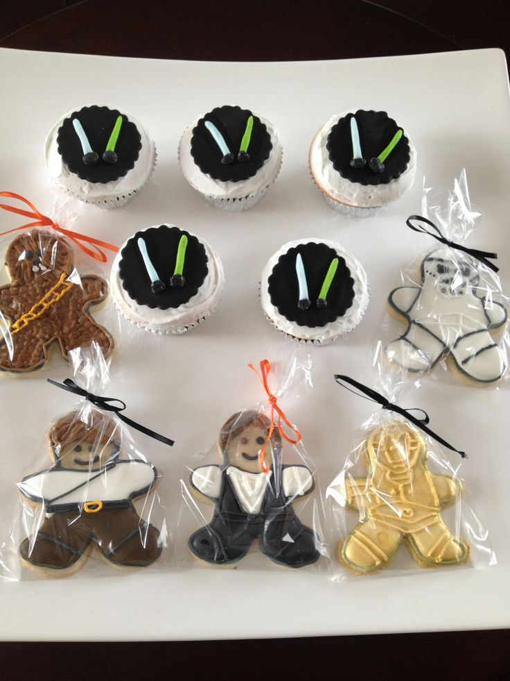 Star Wars cookies and cupcakes
