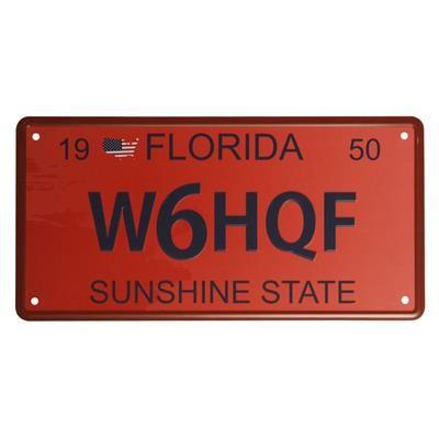 USA nummerplade, Florida. USA nummerplade med den Amerikanske stat Florida. Den Amerikanske nummerplade er præget og er i rødlige nuancer med en mørkeblå skrift. USA vægkilte har teksten Florida Sunshine State.