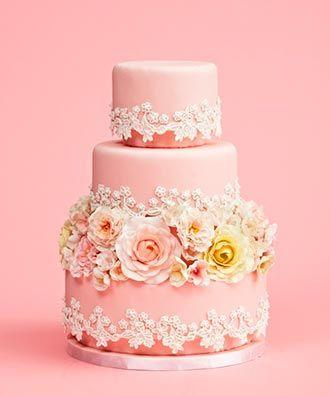Pastel de matrimonio con flores de fondant