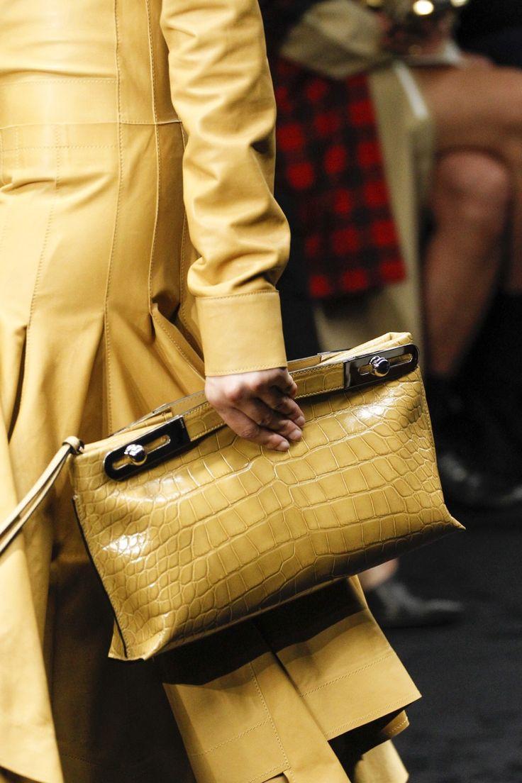 fashion elegance luxury beauty — Loewe Fall 2017  Source: Voguerunway.com