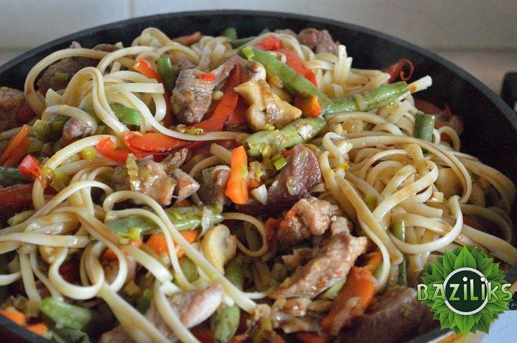 Рецепт: Спагетти с овощами по-китайски / Блюда из овощей, грибов, бобовых