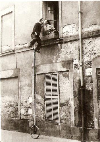 unicycle window kiss