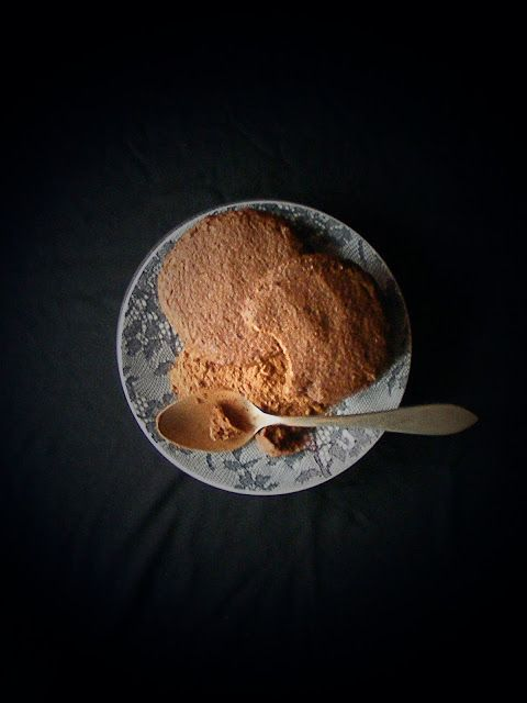 La asaltante de dulces: Receta de galletas fáciles de cacao y almendra/ Easy cocoa & almond cookies recipe. Enjoy it!