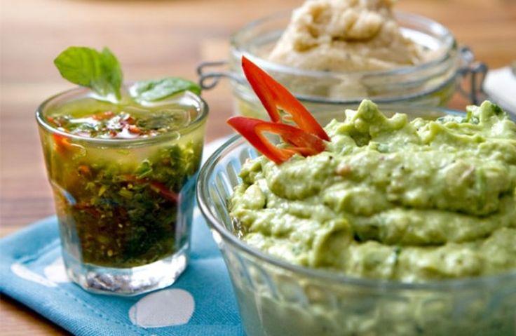 Deilig og frisk guacamole med koriander, som kan spises som tilbehør.