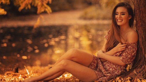 صور بنات الفيس بوك الجديدة Brunette Girl Autumn Season Smiling صور بنات كيوت Brunette Photo Girl