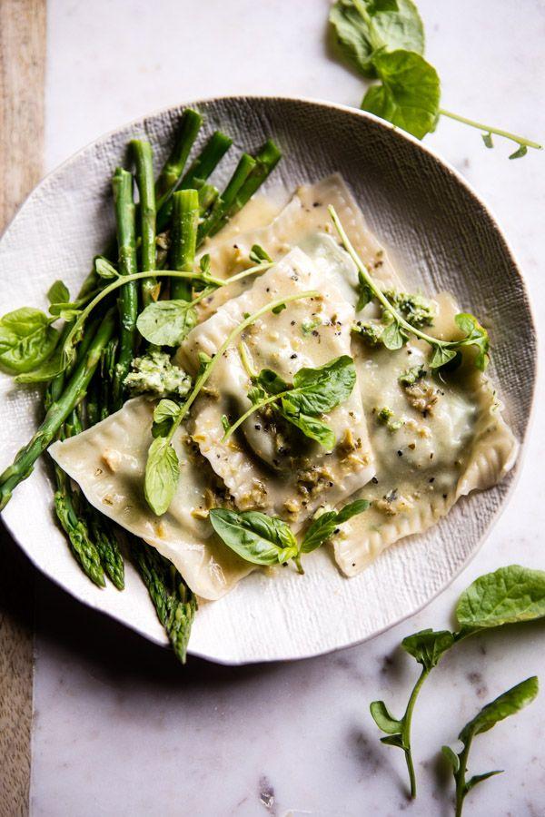Easiest Lemon Ricotta Asparagus Ravioli , Wow Ravioli mit grünem Spargel, Ricotta und Zitronensauce. #halfbakedharvest.com #pasta #nudeln #pastalover #nudelrezept #nudelnvegetarisch #vegetarisch #vegetarischesrezept #pastaetbasta #nudelliebe #spaghetti #vegetarischepasta #foodphotgraphy #prettyfood #foodie #ravioli #vgetarisch #ricotta #spargel