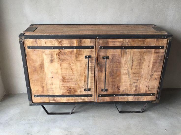 Stoer houten industrieel landelijk kastje kast met 2 deuren dressoir commode comode kast televisiekast sidetable factory metaal hout halkastje