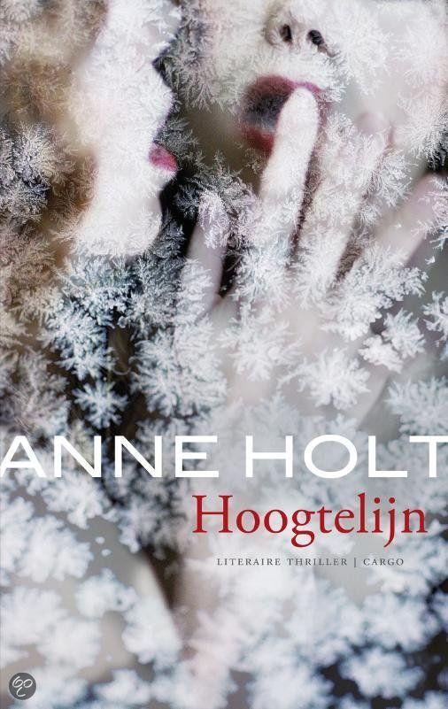 HOOGTELIJN - Anne Holt - ISBN 9789023440260. Tijdens een zware sneeuwstorm ontspoort een trein bij het hoogstgelegen station in Noorwegen. De passagiers moeten noodgedwongen een onderkomen zoeken in Finse 1222, het plaatselijke hotel. Het zal enige tijd duren voor er hulp bij het dorp kan komen en de gasten zijn op elkaar aangewezen. Al tijdens....BESTELLEN BIJ TOPBOOKS VIA BOL COM OF VERDER LEZEN? DUBBELKLIK OP BOVENSTAANDE FOTO!