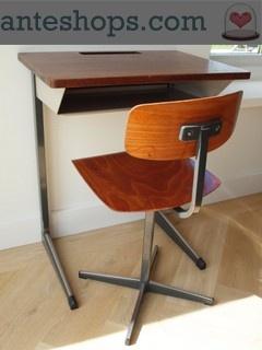 Vintage schooltafel met stoel