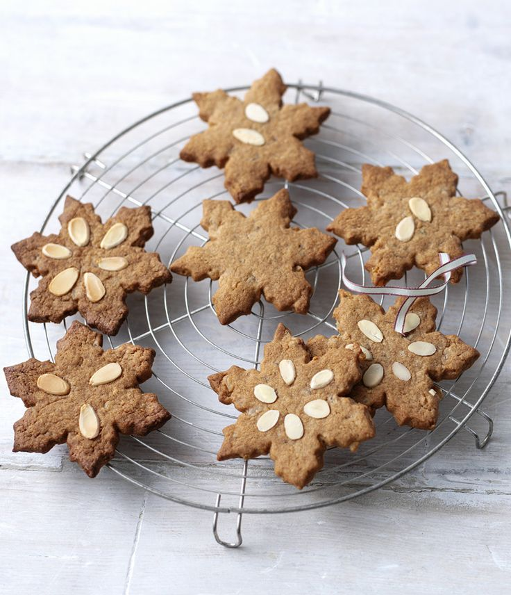 Those more-ish little biscuits from Holland, speculaas, can fill your biscuit tin this Christmas. Or any time!