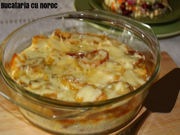 Budinca de cartofi cu crenvursti - Bucataria cu noroc