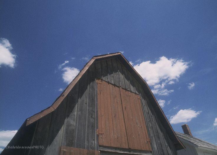 Etsy のBarn photography,original art print rural photo farm picture country wall art landscape artwork décor(ショップ名:KaleidoscopesPHOTO2)