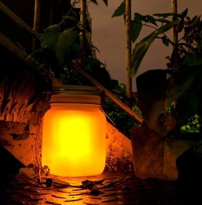 La Sun Jar de Suck UK le dará un toque de bosque encantado a los rincones de tu balcón y terraza. Se recarga con el Sol durante el día y brilla por la noche. Crea una luz mágica en tu balcón o terraza la noche de San Juan con Sun Jar.