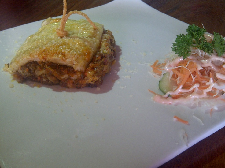 lasagna at pisa kafe