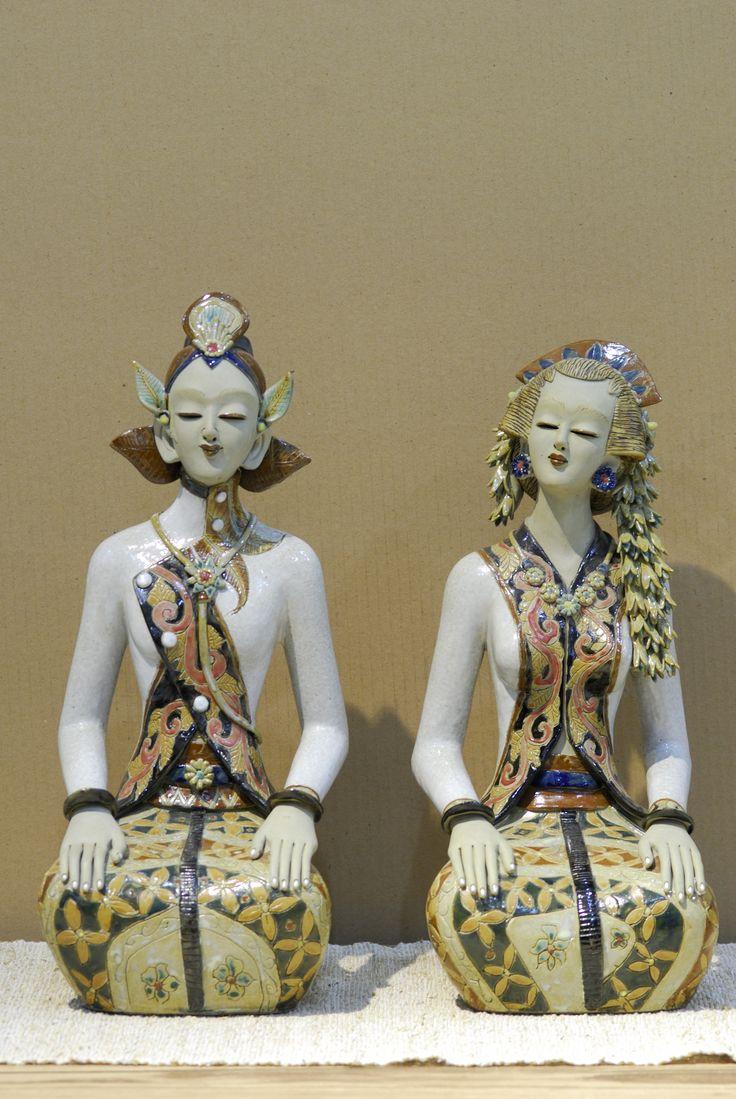 Statue of javanese wedding couple