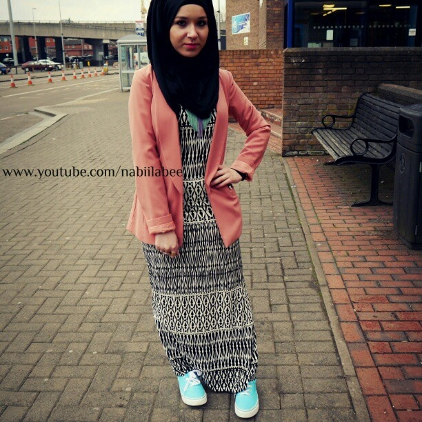 Maxidress from Maleka abayaz @malekaabayaz full outfit detail and links on my bl