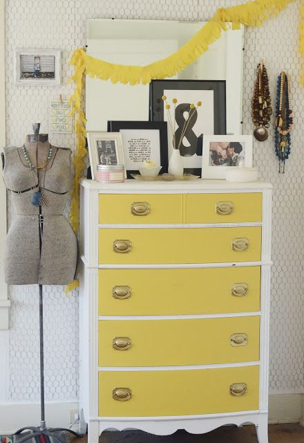 natalie creates // bright bedroom with chicken wire wall