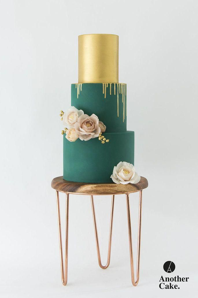 An early chat with the cake baker to discuss the design and flavour is a smart move and ought to be done a minimum of 6 months before the set date therefore offering him/her plenty of time to produce the best wedding event cake.