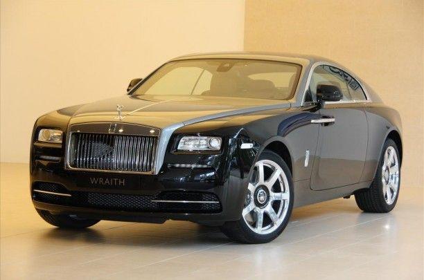 Rolls-Royce Wraith 6.6 V12€ 430.723,-  Kenteken Nog niet bekend Kilometerstand 15 KM Transmissie Automaat Brandstof Benzine Motorvermogen 632 pk Aantal deuren 2 Exterieur DIAMOND BLACK / JUBILEE Interieur Bruin / Leder BTW verrekenbaar Ja