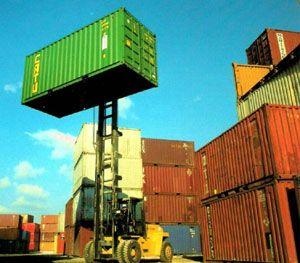 Containere depozitare Bucuresti cu livrare imediata din stocul de containere second hand sau noi, oferim servicii de transport cu macara inclusa pe camion.