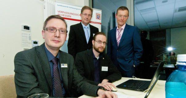 Um Datenklau und Cyberkriminalität ging es bei der IHK. Im Bild von links: Michael Hahn (IHK), Bernd Paul (hinten) und Timo Keim vom Verfassungsschutz und Dirk Dohn vom Innenministerium.