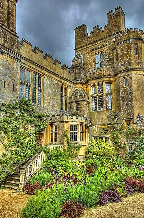 199 best castles of merry olde england manor houses images on pinterest manor houses. Black Bedroom Furniture Sets. Home Design Ideas