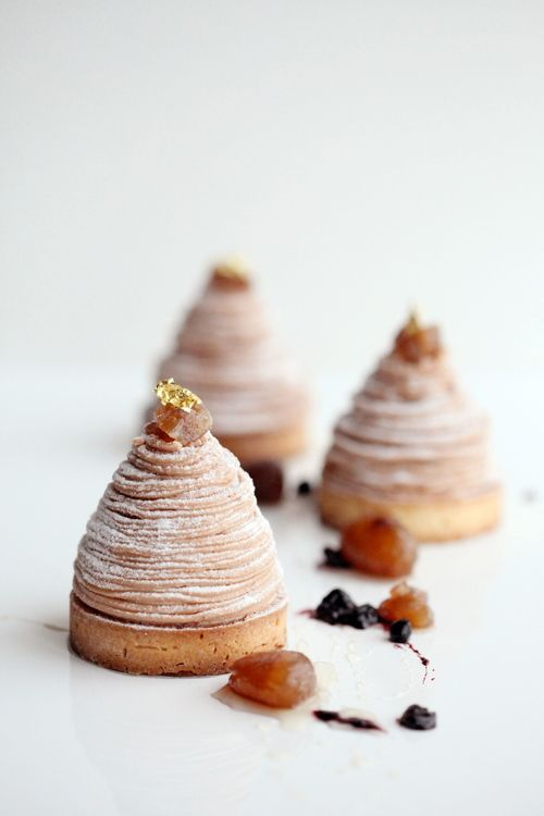 Mont Blanc - Pâte sucrée avec mousse aux noisettes et confiture de cassis (en anglais)
