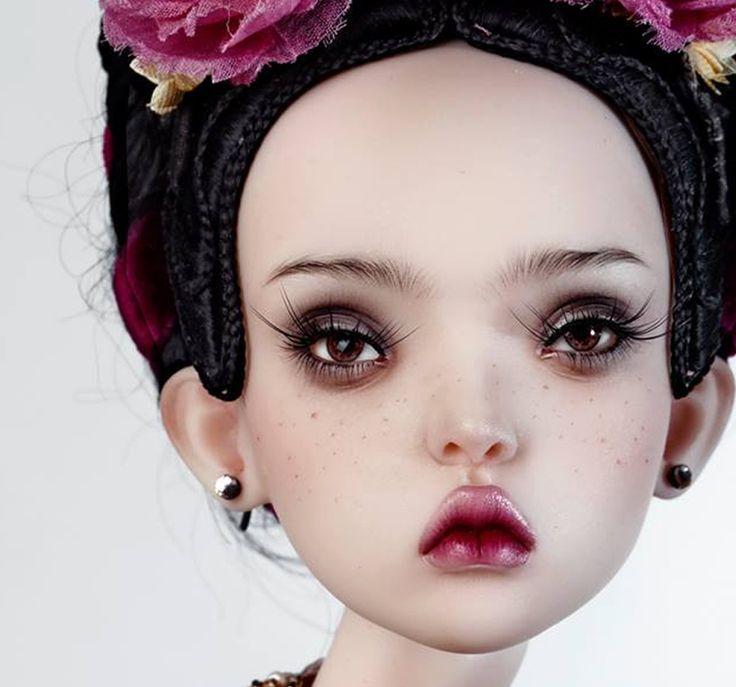 Popovy Dolls: sinuose e delicate, incarnato chiarissimo, labbra sensuali e rosse.Sono diventate protagoniste di mostre d'arte e shooting fotografici fashion