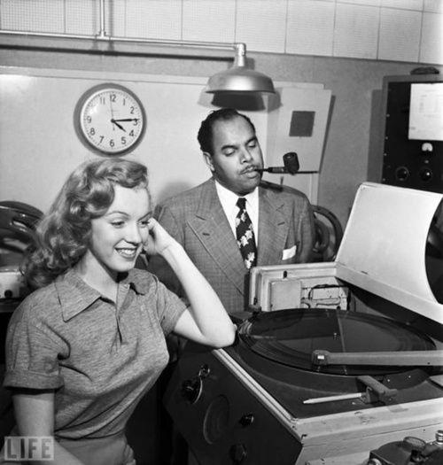 Marilyn Monroe et Phil Moore par J.R Eyerman.