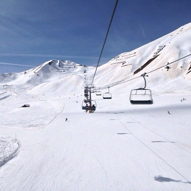 This picture was taken today in Alba, Val di Fassa. You can ski there easily from Selva and enjoy the empty and well prepared slopes! Amazing views, can recommend emoji #alpstafetten #stsalpresor #valgardena #skists #alba #valdifassa #canazei