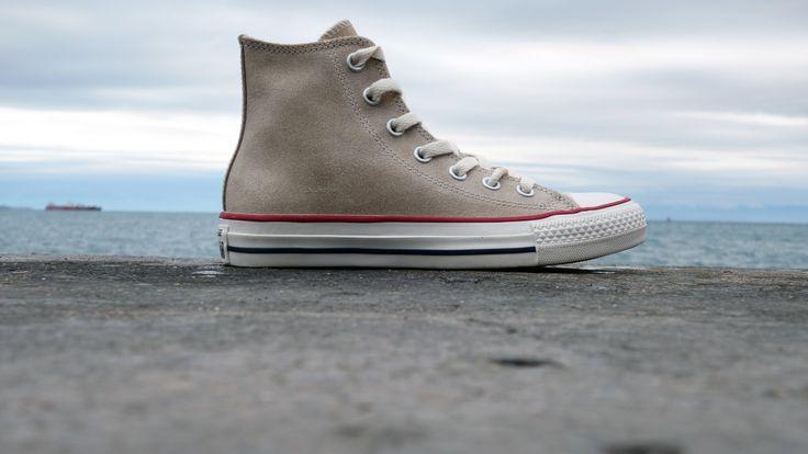 Converse - All Star Chucks hi leather Portrait Gray (144764C)  http://www.streetwear.gr/Γυναικεία-Sneakers/Converse-All-Star-Chucks-hi-leather-144764C.html#.VEuB_fmsXX8