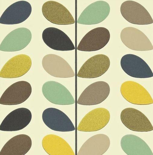 acccentbeghang op 1 muur in combinatie met licht grijze/munt geverfde muren (ev gele en flamingo kleurige meubels) Orla Kiely pattern