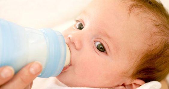 Comment associer sein et biberon : Réussir un allaitement mixte