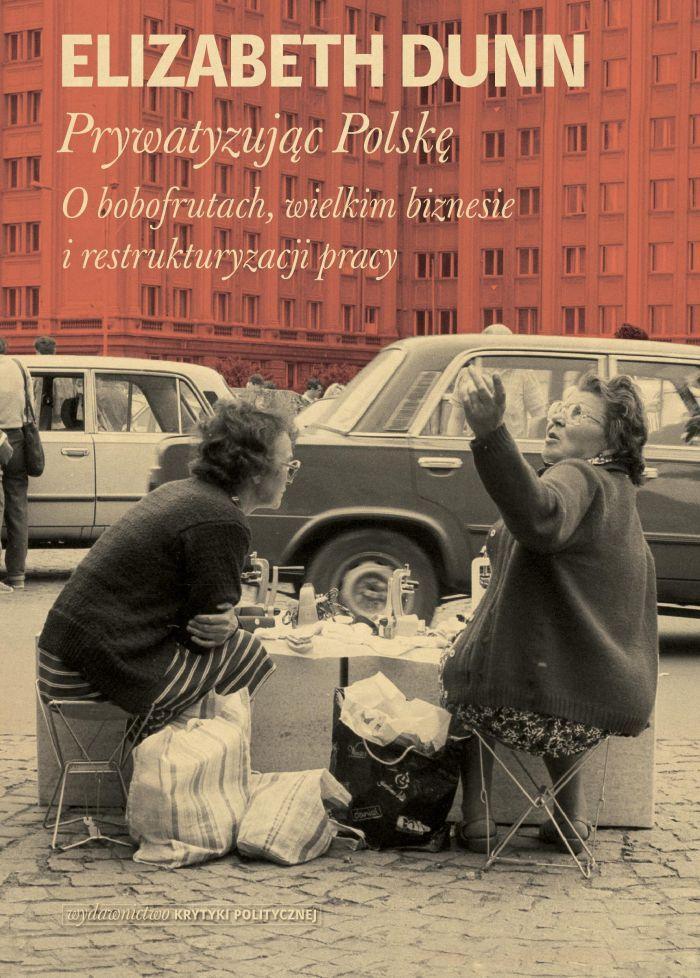 """Prywatyzując Polskę Elizabeth Dunn to książka o tym, jak zmieniał się współczesny kapitalizm. Autorka zatrudniła w się w fabryce Alima-Gerber, gdzie z bliska obserwowała pracowników sprywatyzowanego przedsiębiorstwa w Rzeszowie. W książce opisuje, jak zmieniały się ich koncepcje własnej tożsamości, wizje miejsca w zmieniającej się rzeczywistości ekonomicznej i społecznej. Dunn pokazuje konsekwencje swoistej """"inżynierii dusz"""" przeprowadzonej na mieszkańcach krajów postkomunistycznych po to…"""
