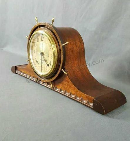 From an estate is a very nice vintage 1942 Seth Thomas Mariner Ships Wheel key wind 8 day mantel clock. It is a 4500 Series #4508, the 8 for 8 day key wind and chime mantel clock. Has a Ships Wheel glass face cover - Nautical Compass style numbered face - set in a mahogany Ocean Wave molded case. Includes original clock works, pendulum and Guarantee and Directions label. There are 2 service dates penciled onto the inner back cover 1 in 1946 and another in 1949. At this point Seth Thomas…