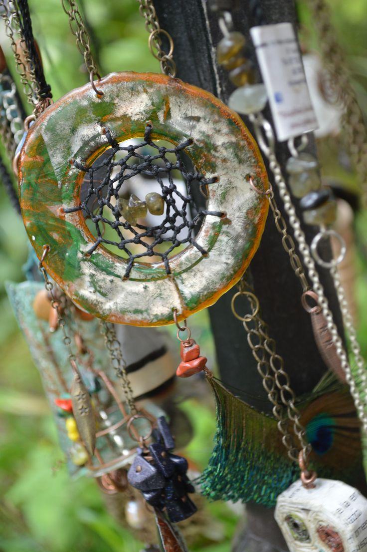 atrapasueños elaborado con material de reutilizacion de cds