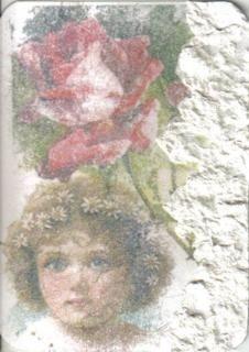 Bilder aus Büchern und vor allen Dingen aus Hochglanz-Zeitschriften, aber auch Ausdrucke, die mit einem Laserdrucker gemacht wurden, lassen sich mit Nagellackentferner oder Nitroverdünner auf Papier und Pappe übertragen.