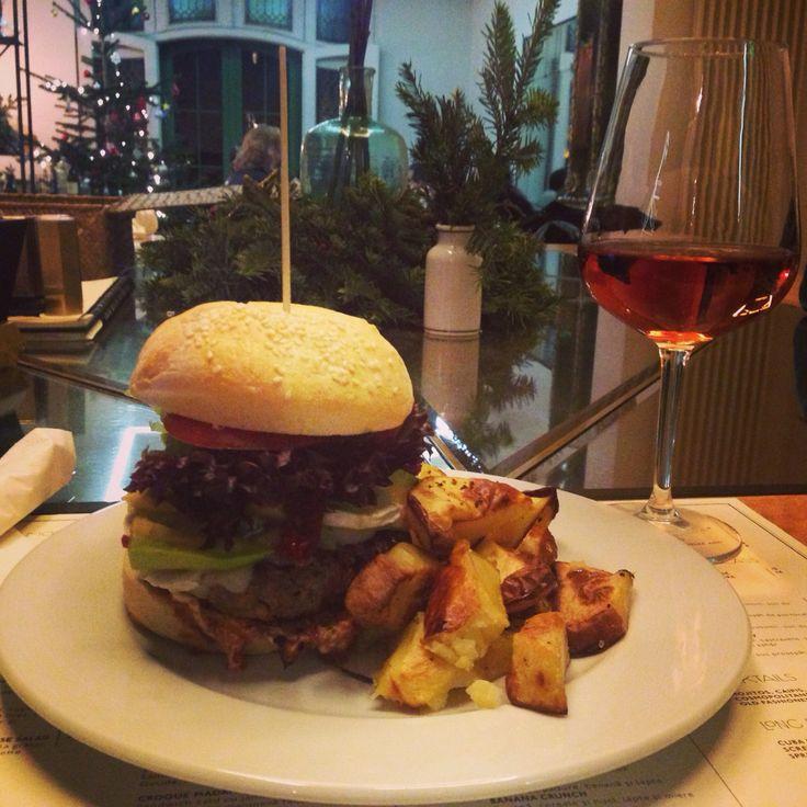 Burger Simbio #simbio #burgertwo #bakedpotatoes #burger